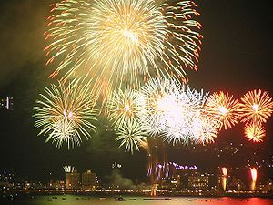 300px-Suwa-ko_firework花火_20080815_01.jpg